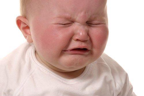 dỗ trẻ nín khóc
