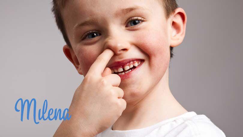 Trẻ ngoáy mũi
