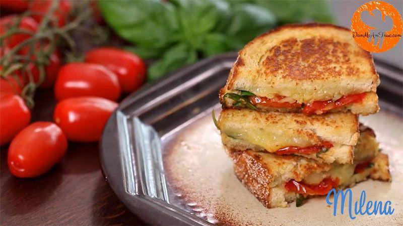 Bánh phomai nướng và sup cà chua