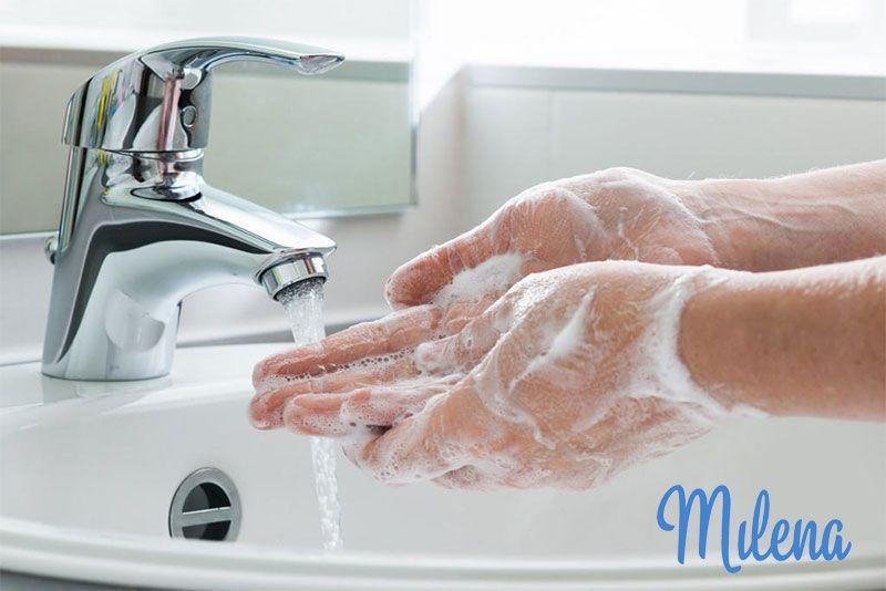 Nên rửa tay thật kỹ trướckhi vệ sinh máy hút sữa Medela