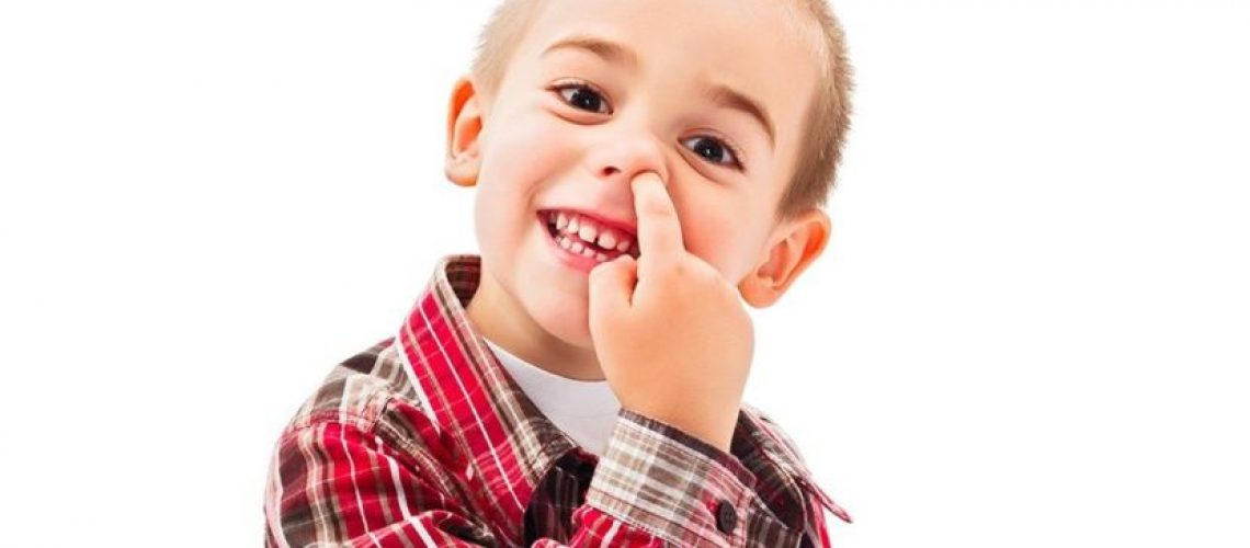 Trẻ ngoáy mũi và ăn gỉ mũi - Milena- 1